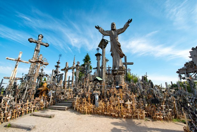 hill-of-crosses-lithuania